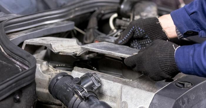 Zündkerzen Mercedes W202 C 220 D 2.2 (202.121) 1995 wechseln: Kostenlose Reparaturhandbücher