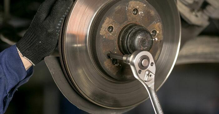 Zweckdienliche Tipps zum Austausch von Bremsscheiben beim MERCEDES-BENZ C-Klasse Limousine (W202) C 220 D 2.2 (202.121) 1999