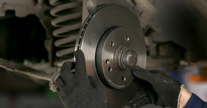 Bremsscheiben Mercedes W202 C 220 D 2.2 (202.121) 1995 wechseln: Kostenlose Reparaturhandbücher