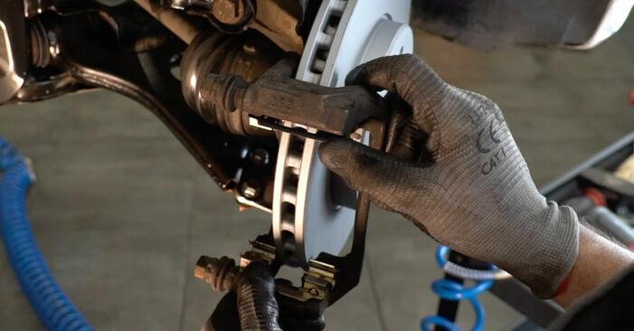 MERCEDES-BENZ C-CLASS C 180 1.8 (202.018) Bremsscheiben ausbauen: Anweisungen und Video-Tutorials online