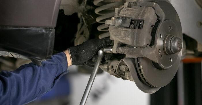 Wie Bremsscheiben MERCEDES-BENZ C-Klasse Limousine (W202) C 250 2.5 Turbo Diesel (202.128) 1994 austauschen - Schrittweise Handbücher und Videoanleitungen