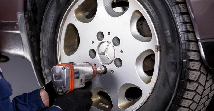 Spurstangenkopf Mercedes W202 C 220 D 2.2 (202.121) 1995 wechseln: Kostenlose Reparaturhandbücher