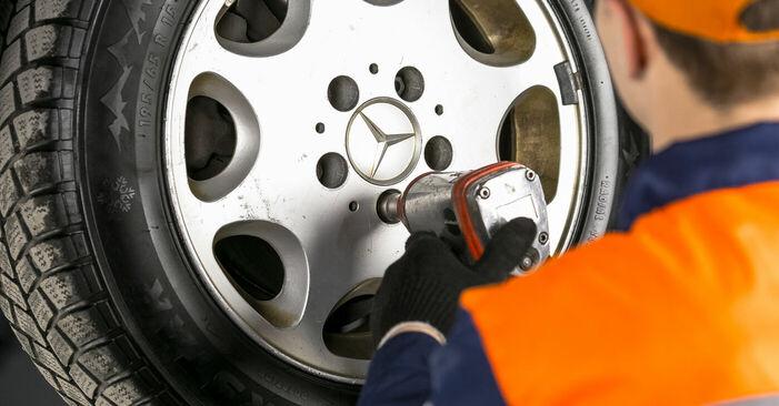 Cómo es de difícil hacerlo usted mismo: reemplazo de Pastillas De Freno en un Mercedes W202 C 250 D 2.5 (202.125) 1999 - descargue la guía ilustrada