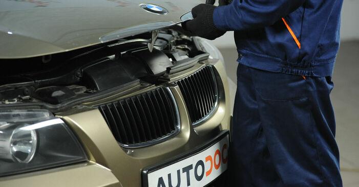 Hogyan BMW E90 2004 Féktárcsa cseréje - ingyenes PDF és videó-útmutatók