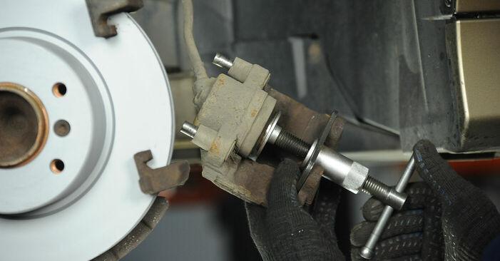 Schritt-für-Schritt-Anleitung zum selbstständigen Wechsel von BMW E90 2004 325i 2.5 Bremsbeläge