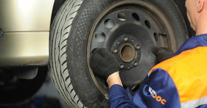 Wie schwer ist es, selbst zu reparieren: Bremsbeläge BMW E90 325d 3.0 2007 Tausch - Downloaden Sie sich illustrierte Anleitungen