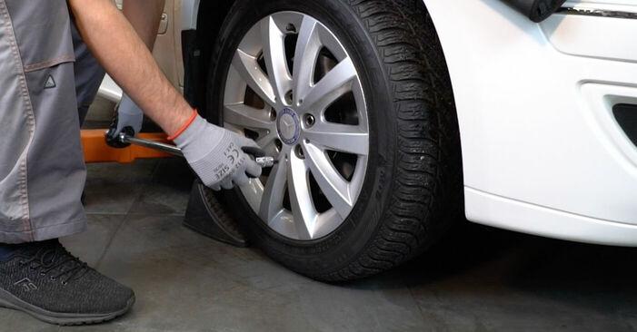 Bremsscheiben Mercedes W245 B 170 1.7 (245.232) 2007 wechseln: Kostenlose Reparaturhandbücher