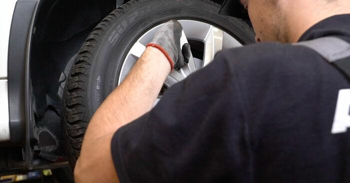 Schritt-für-Schritt-Anleitung zum selbstständigen Wechsel von Mercedes W245 2011 B 150 1.5 (245.231) Bremsscheiben