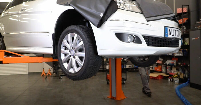 Wie schwer ist es, selbst zu reparieren: Ölfilter Mercedes W245 B 180 1.7 (245.232) 2010 Tausch - Downloaden Sie sich illustrierte Anleitungen