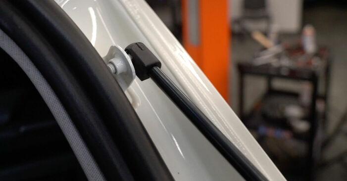 Wie schwer ist es, selbst zu reparieren: Heckklappendämpfer Mercedes W245 B 180 1.7 (245.232) 2011 Tausch - Downloaden Sie sich illustrierte Anleitungen