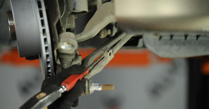 Spurstangenkopf beim BMW 3 SERIES 320d 2.0 2007 selber erneuern - DIY-Manual