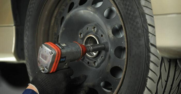 Wechseln Spurstangenkopf am BMW 3 (E90) 318i 2.0 2009 selber