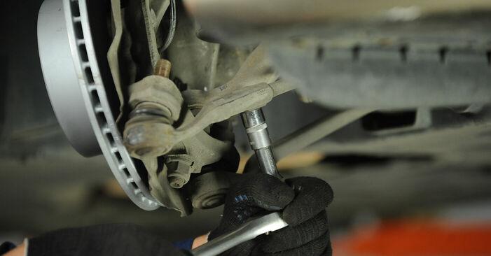 Wie schwer ist es, selbst zu reparieren: Spurstangenkopf BMW E90 325d 3.0 2006 Tausch - Downloaden Sie sich illustrierte Anleitungen