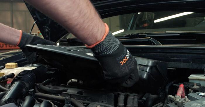 Wie schwer ist es, selbst zu reparieren: Zündkerzen Ford Fiesta V jh jd 1.6 16V 2007 Tausch - Downloaden Sie sich illustrierte Anleitungen