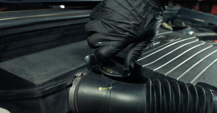 Wie schwer ist es, selbst zu reparieren: Ölfilter Ford Fiesta V jh jd 1.6 16V 2007 Tausch - Downloaden Sie sich illustrierte Anleitungen