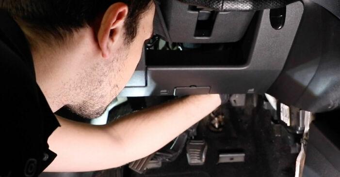 Mennyi ideig tart a csere: Utastér levegő szűrő Ford Fiesta V jh jd 2009 - tájékoztató PDF útmutató
