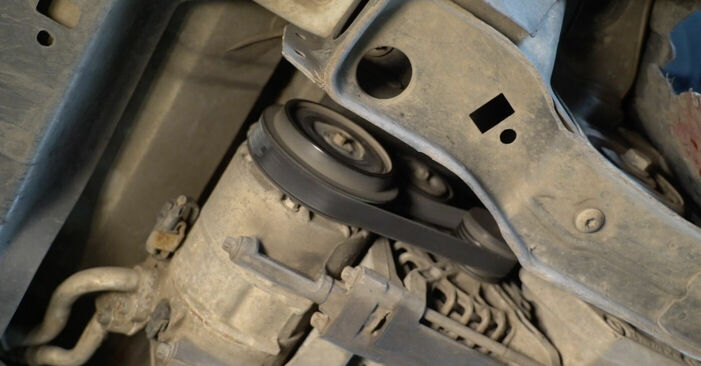 Wie schwer ist es, selbst zu reparieren: Keilrippenriemen Mercedes W245 B 180 1.7 (245.232) 2010 Tausch - Downloaden Sie sich illustrierte Anleitungen