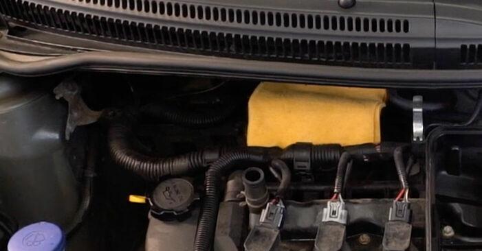 Quanto è difficile il fai da te: sostituzione Filtro Aria su Toyota Aygo ab1 1 2011 - scarica la guida illustrata