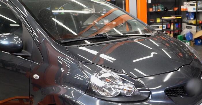 Så lång tid tar det att byta Huvudstrålkastare på Toyota Aygo ab1 2013 – informativ PDF-manual