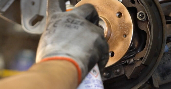 Wie TOYOTA YARIS 1.5 (NCP13_) 2003 Bremsbacken ausbauen - Einfach zu verstehende Anleitungen online