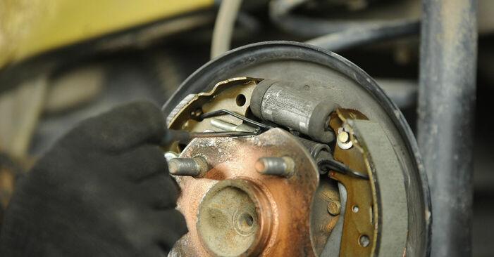 Wie schwer ist es, selbst zu reparieren: Bremsbacken Toyota Yaris p1 1.0 (SCP10_) 2005 Tausch - Downloaden Sie sich illustrierte Anleitungen