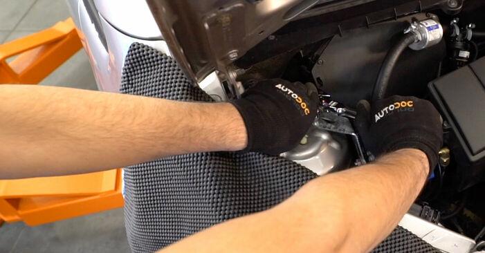 Domlager Mercedes W168 A 160 1.6 (168.033, 168.133) 1999 wechseln: Kostenlose Reparaturhandbücher