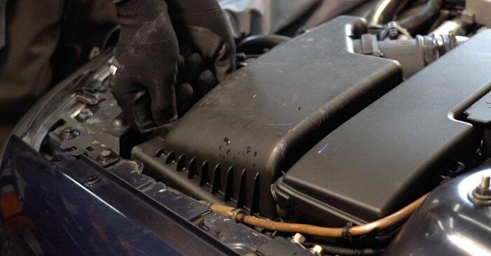 Kā noņemt VOLVO V70 2.3 T5 2003 Gaisa filtrs - viegli izpildāmas tiešsaistes instrukcijas