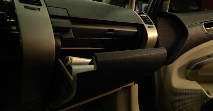 Hur byta Kupefilter på Toyota Prius 2 2000 – gratis PDF- och videomanualer