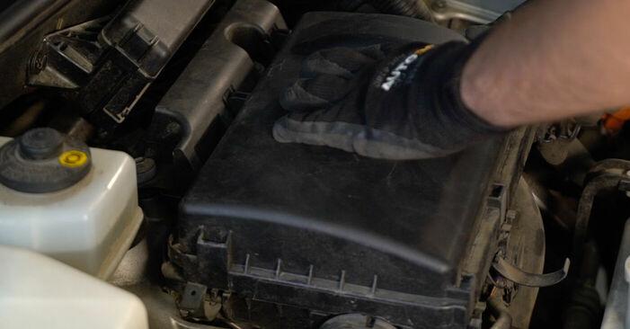 Byt Luftfilter på Toyota Prius 2 2006 1.5 (NHW2_) på egen hand