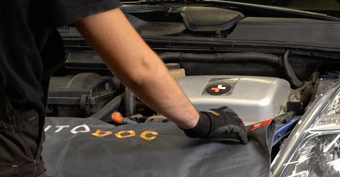 Så byter du TOYOTA PRIUS Hatchback (NHW20_) 1.5 (NHW2_) 2004 Luftfilter – manualer och videoguider att följa steg för steg