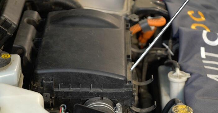 Byt Luftfilter på TOYOTA PRIUS Hatchback (NHW20_) 1.5 Hybrid (NHW2_) 2006 själv