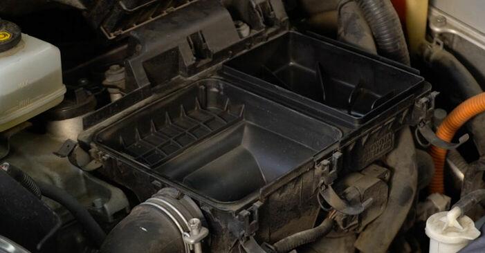 Så lång tid tar det att byta Luftfilter på Toyota Prius 2 2004 – informativ PDF-manual