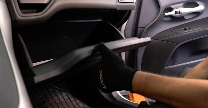 Kuidas vahetada Toyota Auris e15 2006 Salongifilter - tasuta PDF- ja videojuhendid