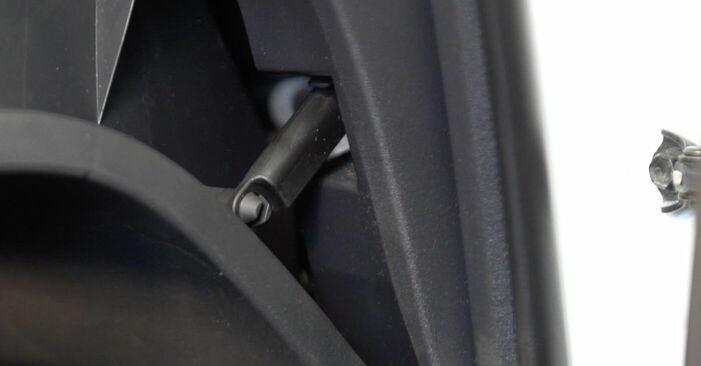 Kui keeruline on seda iseseisvalt teha: vahetada välja Toyota Auris e15 1.33 Dual-VVTi (NRE150_) 2012 Salongifilter - laadige alla illustreeritud juhend
