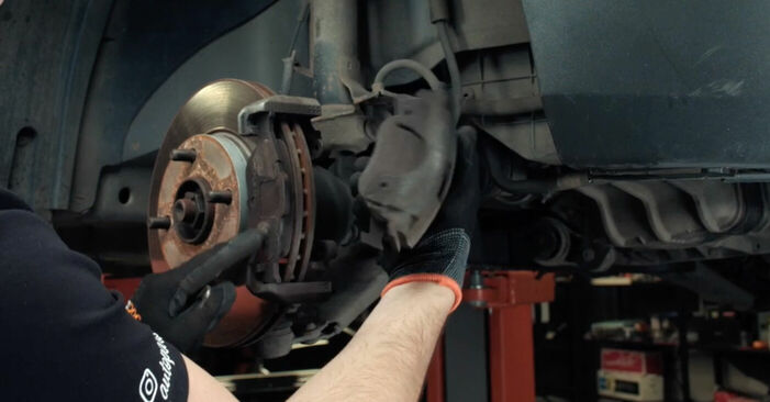 Austauschen Anleitung Bremsscheiben am Ford Fiesta V jh jd 2001 1.4 TDCi selbst