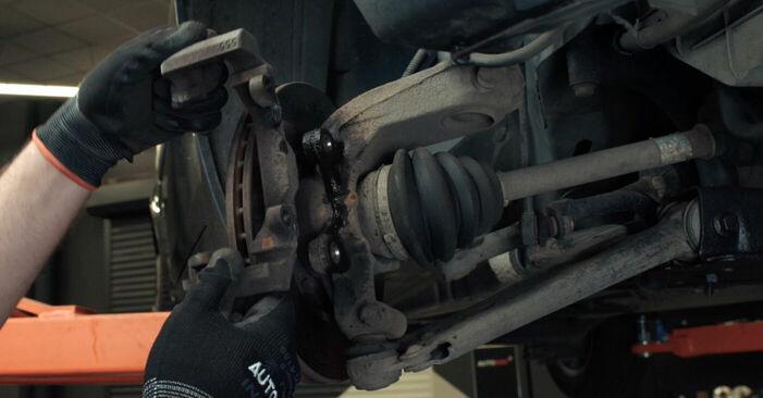 Zweckdienliche Tipps zum Austausch von Bremsscheiben beim FORD Fiesta Mk5 Schrägheck (JH1, JD1, JH3, JD3) 1.3 2005