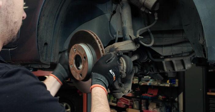 Wie Bremsscheiben Ford Fiesta V jh jd 1.4 TDCi 2001 tauschen - Kostenlose PDF- und Videoanleitungen
