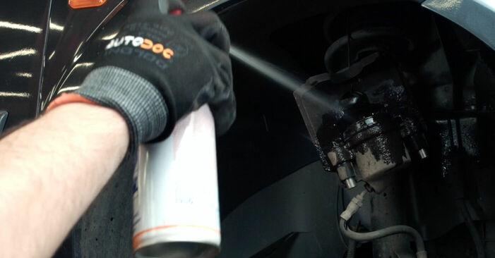 Wie schwer ist es, selbst zu reparieren: Bremsscheiben Ford Fiesta V jh jd 1.6 16V 2007 Tausch - Downloaden Sie sich illustrierte Anleitungen