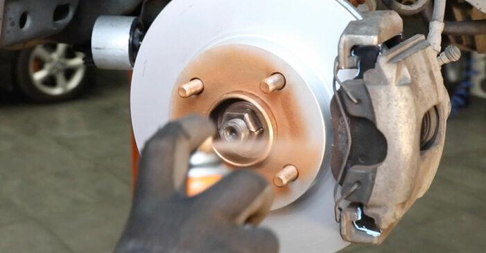Tausch Tutorial Bremsscheiben am FORD Fiesta Mk5 Schrägheck (JH1, JD1, JH3, JD3) 2003 wechselt - Tipps und Tricks