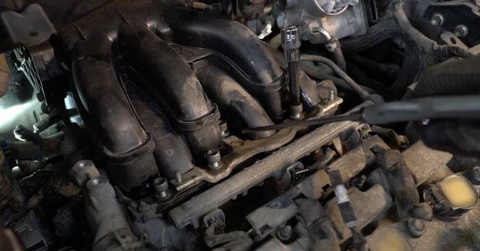 Wie schwer ist es, selbst zu reparieren: Zündkerzen Lexus RX XU30 330 (MCU38_) 2003 Tausch - Downloaden Sie sich illustrierte Anleitungen