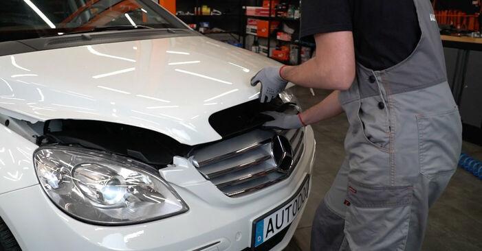 Wie Luftfilter Mercedes W245 B 180 CDI 2.0 (245.207) 2004 tauschen - Kostenlose PDF- und Videoanleitungen