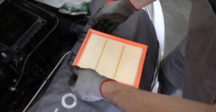 Luftfilter beim MERCEDES-BENZ B-CLASS B 200 CDI 2.0 2011 selber erneuern - DIY-Manual