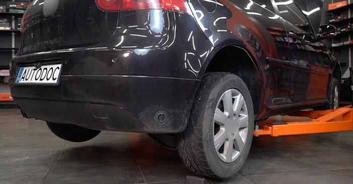 Så tar du bort VW GOLF 2.0 TDI 16V 2001 Bromsbelägg – instruktioner som är enkla att följa online