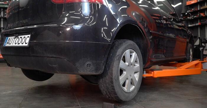 Hoe Wiellager VW Golf V Hatchback (1K1) 1.9 TDI 2004 vervangen – stap voor stap leidraden en video-tutorials