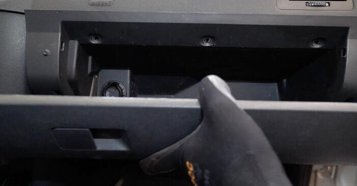 Hvordan man fjerner SKODA FABIA 1.4 TDI 2003 Pollenfilter - nem at følge online instruktioner