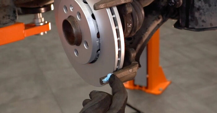 How to change Brake Pads on Skoda Fabia 6y5 1999 - free PDF and video manuals
