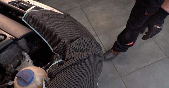 SKODA FABIA 1.4 Bremsbeläge ausbauen: Anweisungen und Video-Tutorials online