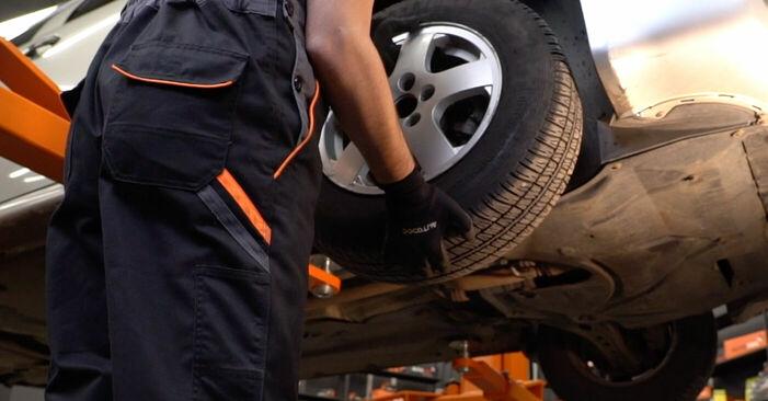 Austauschen Anleitung Bremsschläuche am Skoda Fabia 6y5 1999 1.4 16V selbst