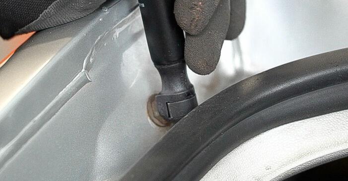 Hvor svært er det at gør-det-selv: Bagklapsdæmper udskiftning på Skoda Fabia 6y5 1.4 16V 2005 - hent illustreret vejledning
