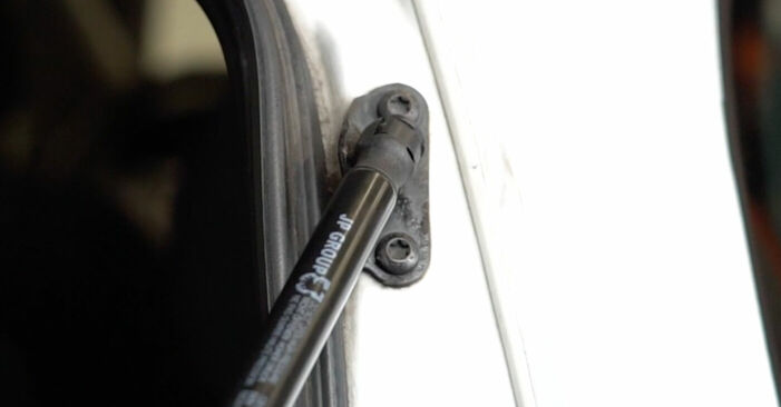 Austauschen Anleitung Heckklappendämpfer am Opel Zafira f75 2002 2.0 DTI 16V (F75) selbst